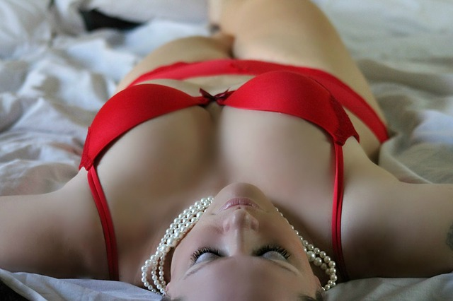girl red underwear getting laid in bars